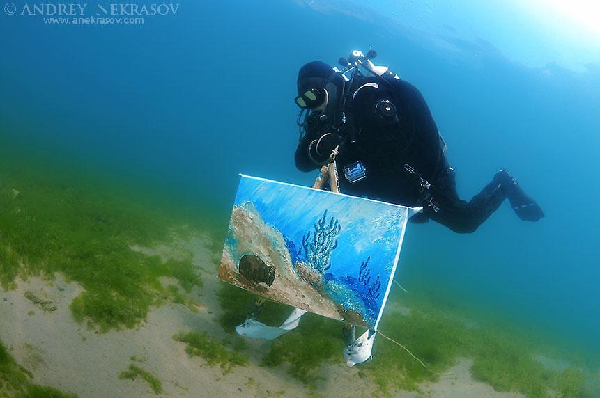 Assistant artist swims with the picture painted by the water, the artist Underwater artist Yuriy Alexeev (Yuri Alekseev). Lake Baikal, Listvyanka, Irkutsky District, Irkutsk Oblast, Siberia, Russia, Eurasia