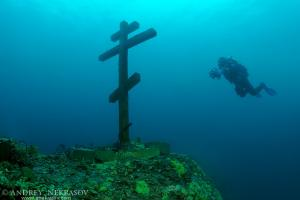 "The diver looks at a cross ""This cross is consecrated and established on Feast of the Ascension  09.06.2005"". Lake Baikal, Siberia, the Russian Federation, Eurasia."