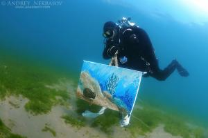 Assistant artist swims with the picture painted by the water, the artist Underwater artist Yuriy Alexeev (Yuri Alekseev). Lake Baikal, Listvyanka, Irkutsky District, Irkutsk Oblast, Siberia, Russia, Eurasia