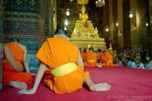 People pray at the temple Wat Pho  Temple of the Reclining Buddha, its official name is Wat Phra Chetuphon Vimolmangklararm Rajwaramahaviharn, Phra Nakhon district, Bangkok, Thailand